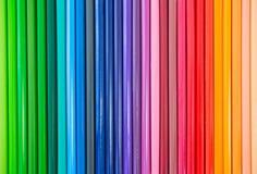 Il primo piano della matita colorata ha sistemato in una fila Immagine Stock
