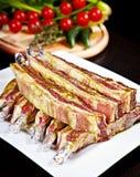 Primo piano della pancia di porco cruda in marinata Immagini Stock Libere da Diritti