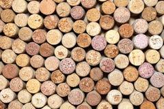 Il primo piano della parete di vino usato tappa il fondo Fotografie Stock Libere da Diritti