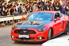 Il primo piano di Ford Mustang ha visualizzato ad un festival dell'istituto universitario in Pune, India Immagini Stock