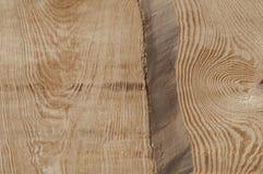 Il primo piano di struttura della plancia di legno senza buccia da desidera ardentemente il soffitto della casa di ceppo Immagini Stock