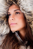 Il primo piano ha sparato della ragazza che porta il cappello di lana Fotografie Stock
