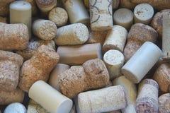 Il primo piano ha sparato molti sugheri del vino Fotografie Stock Libere da Diritti