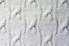 il primo piano sul dettaglio bianco dell'artigianato tessuto tricotta w Immagini Stock