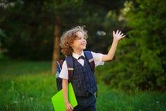Il primo selezionatore biondo riccio va a scuola Fotografia Stock Libera da Diritti