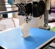 Il processo di lavoro della stampante 3D e di creare un oggetto tridimensionale Immagine Stock Libera da Diritti