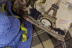 Il processo di lavoro a maglia Fotografie Stock Libere da Diritti