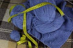 Il processo di lavoro a maglia Fotografia Stock