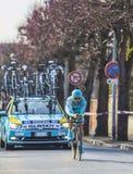 Il prologo 2013 di Iglinskiy- Parigi di massimo del ciclista Nizza in Houille Immagini Stock Libere da Diritti