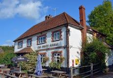 Il pub del cavallo bianco a Hascombe, Surrey, Regno Unito Immagini Stock