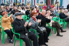 Il pubblico ascolta l'orchestra del regolatore Fotografie Stock Libere da Diritti