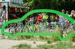 Il pubblico bikes il parcheggio Immagini Stock