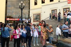 Il pubblico prima della prestazione al circo di Mosca sul boulevard di Tsvetnoy Fotografia Stock