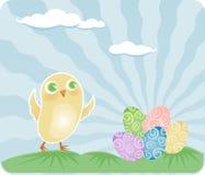 Il pulcino trova le uova di Pasqua Immagini Stock