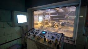 Il pulsante elettronico per gli elettricisti i bottoni è variopinto Pianta metallurgica fotografia stock