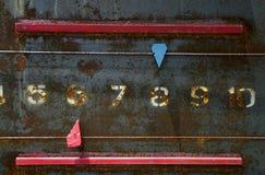 Il punteggio dice il metallo del bordo vecchio Fotografia Stock Libera da Diritti