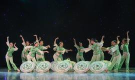 Il punto del Primavera-gelsomino nella danza popolare di pittura-cinese del lavaggio e dell'inchiostro Immagini Stock