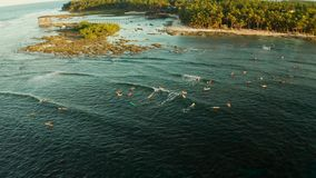 Il punto della spuma sull'isola di Siargao ha chiamato la nuvola 9 stock footage