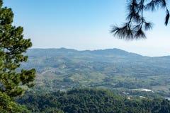 Il punto di vista delle montagne e della città di Phetchabun a Khao Kho Royal Palace, Phetchabun immagine stock