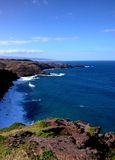 Il punto di vista di Hana Highway dalla scogliera completa su Maui Fotografie Stock Libere da Diritti