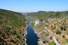 Il punto di vista stupefacente del Castello preannuncia la diga - Portogallo Fotografie Stock Libere da Diritti