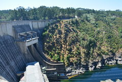 Il punto di vista stupefacente del Castello preannuncia la diga - Portogallo Fotografia Stock