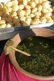 Il puri di Pani è uno spuntino popolare della via in India Immagine Stock Libera da Diritti