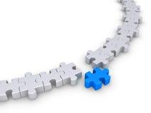 Il puzzle collega la forma un cerchio ma uno è differente Immagine Stock