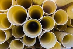 il PVC giallo convoglia il fondo Immagine Stock