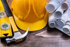 Il quaderno blueprints il martello da carpentiere del cappello della costruzione e Fotografia Stock Libera da Diritti