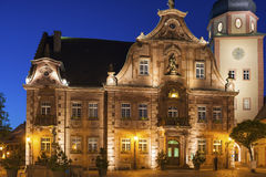 Il quadrato del mercato con il municipio ed il municipio si elevano, Ettlingen, GER Fotografia Stock Libera da Diritti