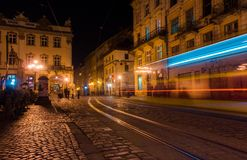 Il quadrato del mercato ed il campanile illuminati nella sera si accende Fotografia Stock Libera da Diritti