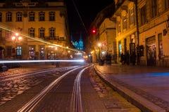 Il quadrato del mercato ed il campanile illuminati nella sera si accende Fotografie Stock Libere da Diritti