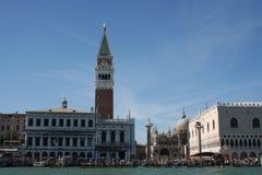 Il quadrato di St Mark o la piazza San Marco da Grand Canal Fotografia Stock