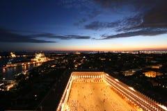 Il quadrato di St Mark (piazza San Marco) alla notte a Venezia, Italia Fotografie Stock Libere da Diritti