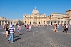 Il quadrato e la basilica di St Peter a Città del Vaticano a Roma Fotografia Stock Libera da Diritti