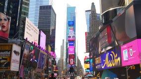 Il quadrato LED di pubblicità famoso di tempo del giorno di estate di New York mura 4k S.U.A. archivi video