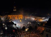 Il quadrato principale di Cluj ha ammucchiato durante l'opera rock in tensione Immagine Stock Libera da Diritti