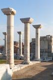 Il quadrato romano con le colonne di pietra rema in si archeologico di ephesus Immagini Stock