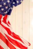 il quarto luglio, la festa dell'indipendenza degli Stati Uniti, insegna di legno leggera, bandiera americana Immagine Stock Libera da Diritti