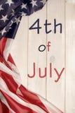 il quarto luglio, la festa dell'indipendenza degli Stati Uniti, insegna di legno leggera, bandiera americana Fotografie Stock Libere da Diritti