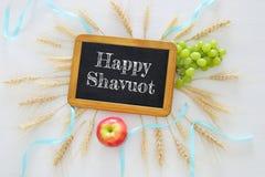 il raccolto e frutti del grano Simboli della festa ebrea - Shavuot Immagini Stock