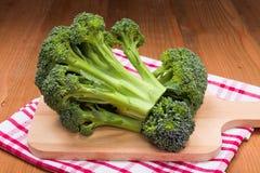 Il raccolto fresco del cavolo dei broccoli Immagini Stock