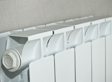 Il radiatore corrente su una priorità bassa wallpapers Fotografia Stock