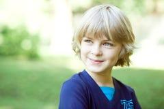 Il ragazzino è felice e sorride Fotografia Stock Libera da Diritti