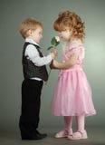 Il ragazzino e la ragazza fotografia stock