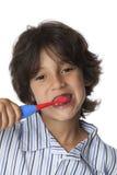 Il ragazzino sta pulendo i suoi denti Fotografie Stock Libere da Diritti