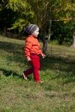 Il ragazzo biennale cammina nel parco Fotografia Stock