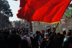 Il ragazzo con una bandiera durante la festa religiosa iraniana arbaeen Immagini Stock Libere da Diritti