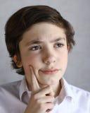 Il ragazzo del bambino del Preteen pensa l'idea più Fotografia Stock Libera da Diritti
